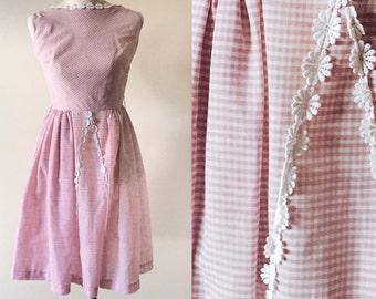 Vintage gingham 50s 60s pink dress // vintage pink dress // gingham dress