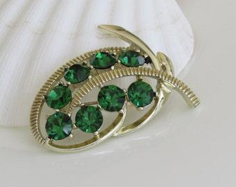 Vintage 60's Kramer Brooch Green Rhinestones Gold tone - Kramer Jewelry - Hollywood Glam - Estate Costume Jewelry