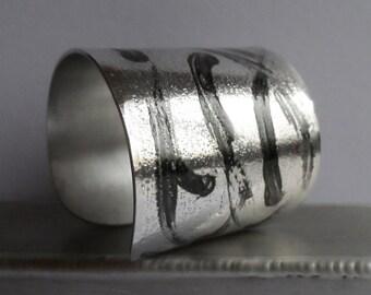 Cuff graphic black and silver