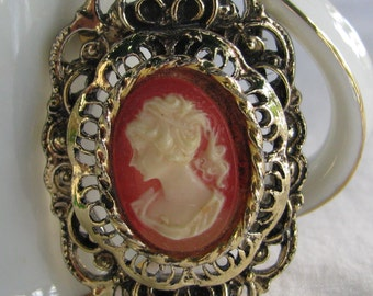 Retro GERRY'S Signed Ornate Gold Toned Early 1970's Costume Cameo Brooch Pendant Combo