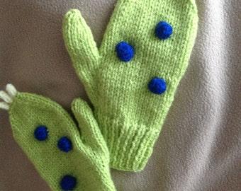 Dino hat and mitten set