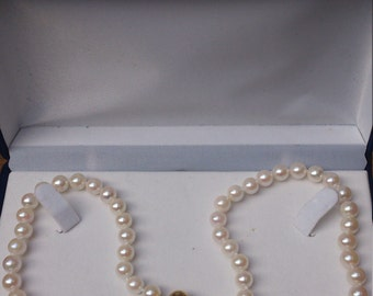 Vintage boxed cultured pearl necklace with 9k 9ct gold clasp