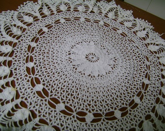 Vintage Linen Doilies Set of 3  Lovely Detail