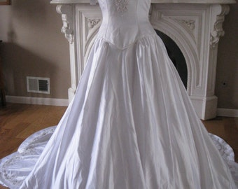 1990's Womens New With Tags Satin Beaded Bridal Gown Size 5-6/ White Ballgown/ Modest Wedding Gown