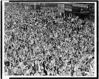 Japanese Surrender, WWII, Times Square New York, Celebration .Photo Print