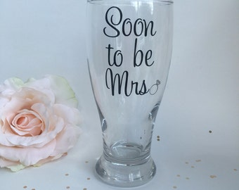 Future Mrs Gift for Bride, Engagement Gift, Bridal Shower Gift, Bride to Be Beer Glass Gift, Bride to Be Gift, Soon to be Mrs