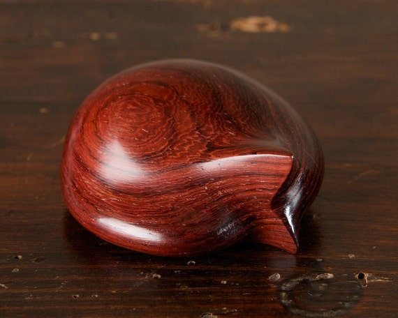Sleeping Curled Cat hand carved from Rio Rosewood wood by Perry Lancaster, Chutes de Bois