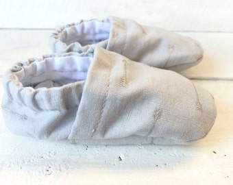 Gray Arrow Baby Shoes. Baby Shoes. Boy Baby Shoes. Boy Shoes.