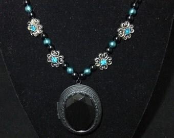 Black & Blue Locket Pearl Necklace