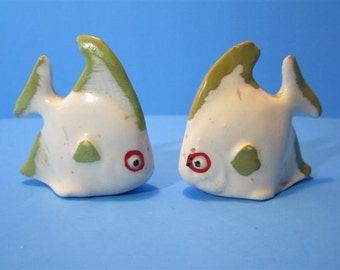 Vintage Ceramic Artistic Painted Fish Salt & Pepper Shakers Beach Ocean