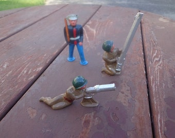 Metal soldiers and a marine off a Lionel prewar train set up.Manoil,or Barclay ?