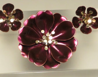 Fabulous for the holidays vintage retro mod burgundy wine metallic gold enamel flower power pin brooch and earrings set