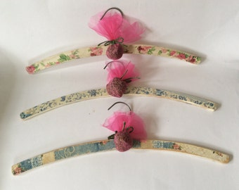 Set of three shabby chic vintage style coat-hangers handmade with voile Lavender bags