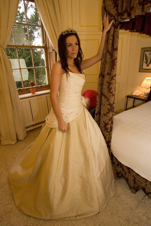 Ausverkauf.. Brautkleid. Altgold und Champagner Seide