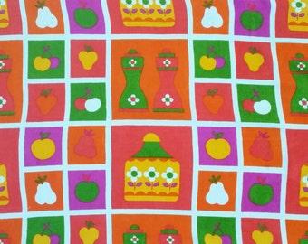 Scandinavian amazing decoradive fabric with apple, pears, daisy, tin, vintage 70's. Dekoplus.