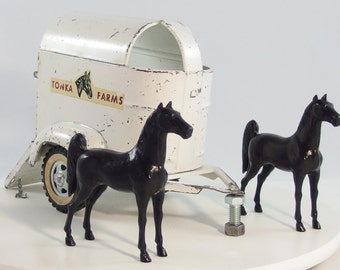 Vintage Tonka 1959 Farms Horse Trailer with 2 Horses