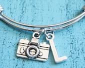 personalized bracelet, small camera bracelet, wedding photographer gift, photographer bracelet, love photograhy bracelet, camera jewelry