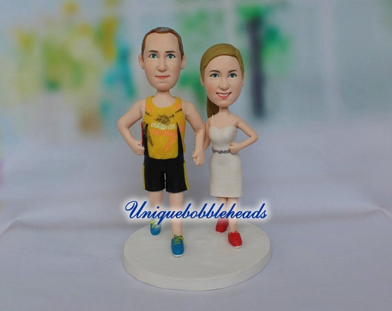 wedding cake toppers that look like bride and groom running wedding cake topper custom wedding cake topper cake 26608