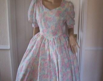 Beautiful Floral Print Full Net Skirts Authentic Vintage Dress sz 8/10 Pristine