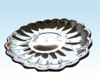 """Reed & Barton Scalloped Holiday Oval Silver Plated Centerpiece Engraved Initial  S  15"""""""