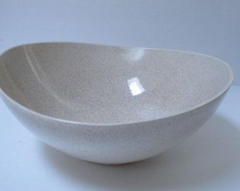 Large Ceramic Bowl USA Pottery Bowl RedWing Bowl Speckled Bowl Retro Kitchen Salad Bowl Beige Cream Ceramic Bowl Mid Century Modern Bowl