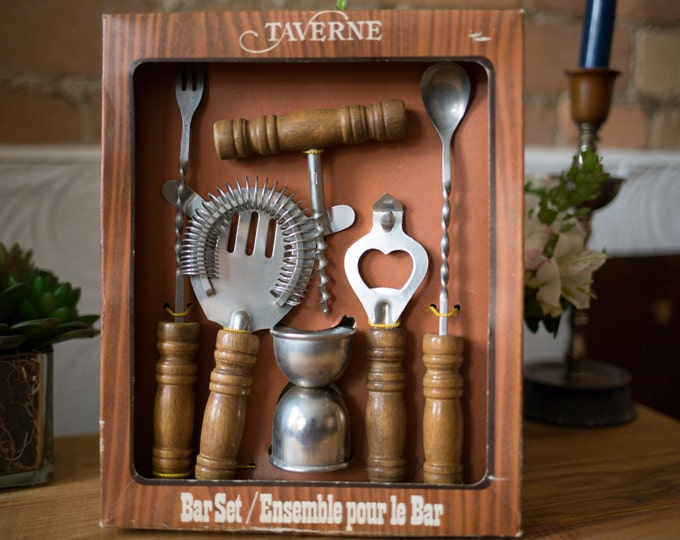 Taverne Vintage Bar Set with Wooden Handles / 6 piece set - Cocktail Shaker, Corkscrew, Stir Stick, Stir Spoon, Measuring Cup