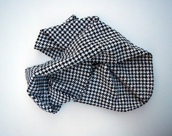 Black and white houndstooth scarf chenille handwoven with 6 by 70 inches