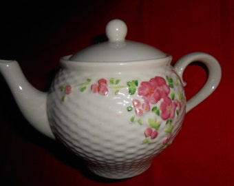 1985 Pink Floral Teapot Ceramic 4 cup Cottage Style