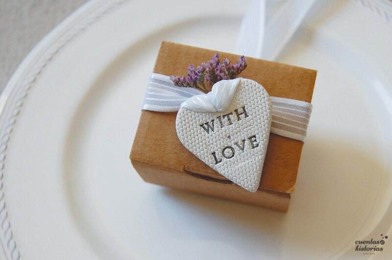 Etiquetas arcilla, para decorar tus detalles de invitados, boda.