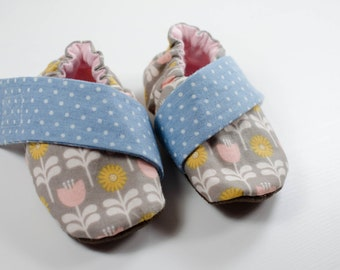 Crib Shoes - Baby Slippers - Baby Girl Shoes - Baby Shoes - Pink Floral Baby Shoe - Baby Booties - Soft Sole Shoes - Baby Moccasins