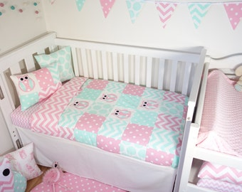 Patchwork quilt nursery set - Pink and mint owls (Pink chevron quilt backing)