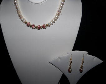 A Beautiful Pearl Necklace and Earrings. (201611)