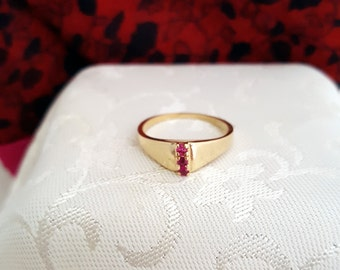Vintage Three Ruby Ring in 14k Yellow Gold -EB520