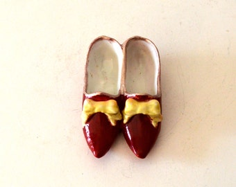 Vintage Red Slippers Porcelain Figurine / Small Red Slippers Figurine / Wizard of Oz Dorthy's Slippers Figurine / Red Slippers Yellow Bow