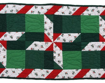 Medium Red and Green Candy Cane Pinwheel Table Runner