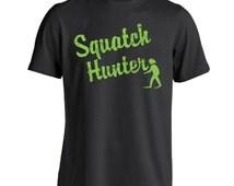 Squatch Hunter Funny Bigfoot Sasquatch Finding Hunor Men's T-Shirt CL0206