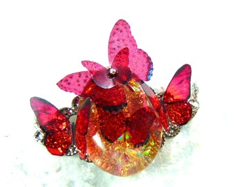 Necklace / pendant headband A resin butterfly soaring