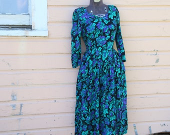 Vintage 1980's Dress. Midi Dress. Ruched Sleeves. Green and Purple. Brilliant Retro Dress. Shoulder Pads. Women's size Small. Midi Length