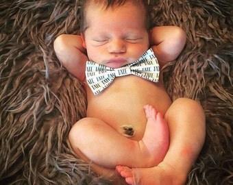 Personalized bow tie, name bow tie, birthday bow tie, birthday outfit, personalized baby gift, baby shower gift, coming home. baby bow tie