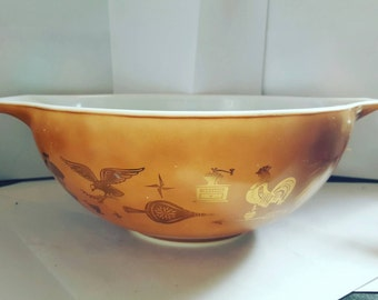 Vintage Pyrex mixing bowl in Americana pattern
