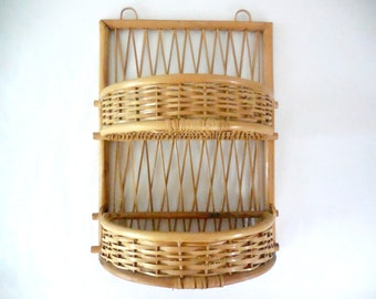 Beautiful French vintage bamboo/rattan rack with 2 shelves. French Vintage 1970
