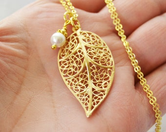Flower Girl Necklace, Pearl Bridesmaid Necklace, Gold Leaf Pendant Necklace, Bridesmaid Necklace Gift, Swarovski Pearl, Studio10102