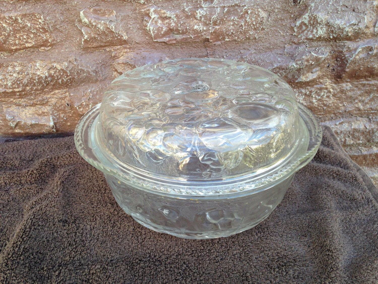 Toscany Embossed Casserole Dish With Lid Embossed Fruit