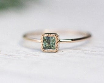 Green square sapphire ring handcrafted in 14k yellow gold, Sapphire Gold Ring, September Birthstone, Anniversary Gift, Minimalist Jewelry