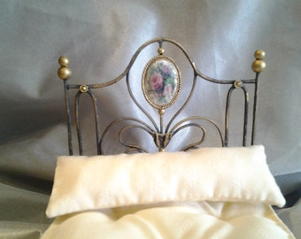 Precious golden bed stale marriage