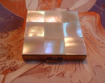 Vintage Compact Mother of Pearl Lid Mirror Inside Powder Puff Collectible Cosmetics Make Up L1252