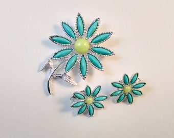 Sarah Coventry Daisy Brooch and Earrings Set / 1970's / Signed Demi Parure / Flower Brooch and Earrings Set