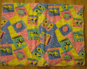 Baby Burp Cloth / Pet Carrier Liner / Cute Bugs