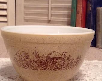 Pyrex Forest Fancies 401 Nesting bowl - 1 1/2 pt