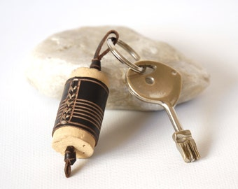 "Leather and cork keychain ""Corkie"". Leather keychain. Cork keychain. Cork leather keyring. Gift for wine lovers. Wine lovers."